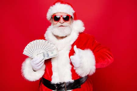 Navidad moneda víspera de invierno deseo presente regalos. Madur