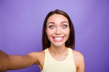 Selbstporträt eines netten verrückten verträumten bezaubernden charmanten attraktiven charming Standard-Bild