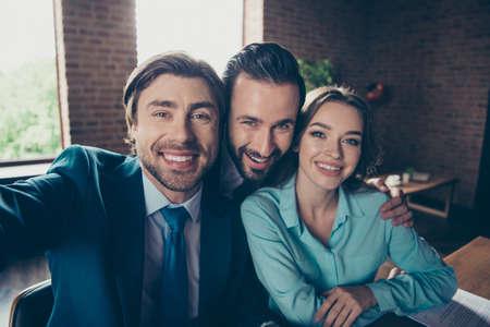 Drei kluger ruhiger Erfolg zuversichtlich Makler Arbeitgeber Beschäftigung gr Standard-Bild