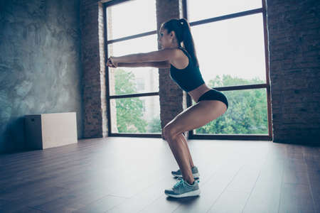 Crossfit lifestyle concept. Profile side view of Beautiful sportive girl exercising Imagens