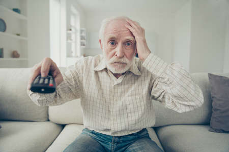 portret siwego staruszka