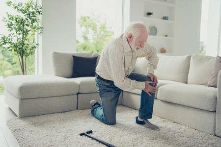 portrait de vieil homme aux cheveux gris Banque d'images