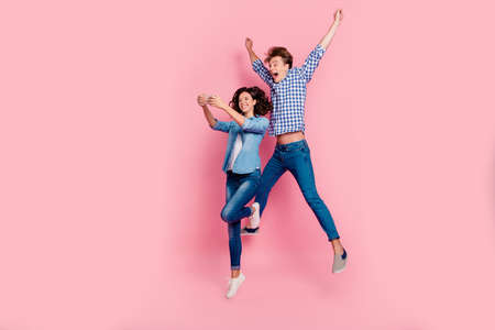 Couple photo of jump high with pink background Imagens