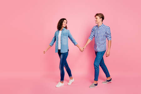 A young couple holding hands whole walking 版權商用圖片
