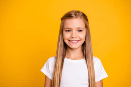 Close-up portrait of her she nice cute adorable attractive lovely pretty winsome sweet cheerful cheery straight-haired girl isolated over bright vivid shine yellow background Stockfoto