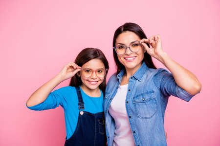 Portrait of two nice trendy cute winsome pretty lovely attractive charming cheerful cheery positive straight-haired girls touching glasses lifestyle isolated over pink pastel background Reklamní fotografie - 116383713
