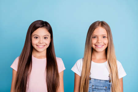 Close-up portrait of two people nice-looking sweet tender attractive beautiful cheerful straight-haired girls siblings isolated over blue pastel background Stok Fotoğraf - 117892633