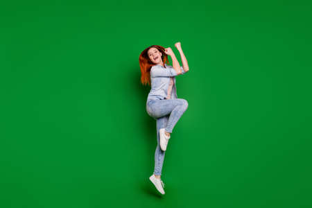 Full length body size view portrait of her she nice-looking attractive lovely slim cheerful cheery girl having fun day time holiday dance isolated over bright vivid shine green background Stockfoto