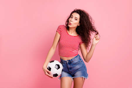 Portrait of her she nice attractive lovely charming cheerful cheery wavy-haired girl holding in hand ball playing with curls sending air kiss isolated over pink pastel background Banque d'images - 122262437