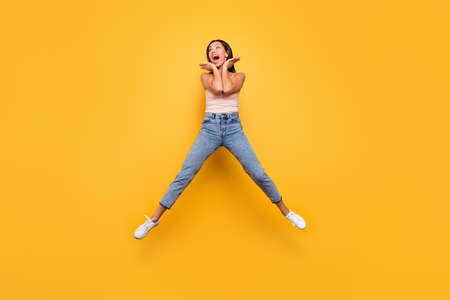 Full length body size view photo impressed astonished teen trendy summer incredible information discount place palms face scream shout carefree childish beautiful clothes isolated yellow background