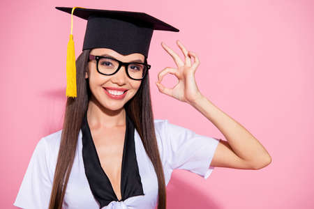 Photo of amazing lady end study okey symbol hand agree great quality knowledge wear mortar board tassel white top isolated pink background Foto de archivo