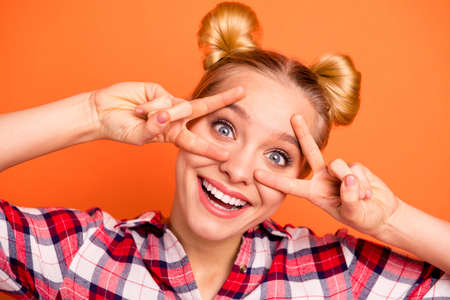 Close up photo of creative crazy teen teenager make v-signs have free time laughter laugh fool vacation summer dressed checked plaid shirt isolated orange background 免版税图像