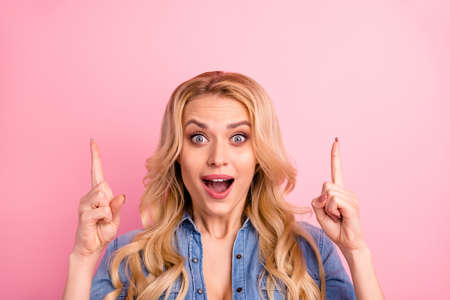 Close-up portrait of her she nice-looking attractive lovely confident cheerful cheery glad wavy-haired girl pointing two forefingers up good cool great ad advert isolated over pink pastel background Banco de Imagens