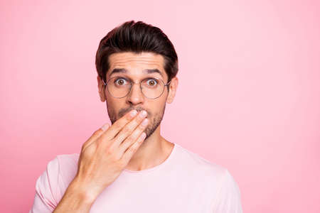 Close-up portrait of his he nice attractive cheerful funny intelligent brainy guy wearing specs closing mouth keeping rumour isolated over pink pastel background Reklamní fotografie