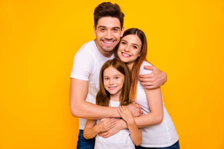 Photo of daddy mommy and little foxy lady having best time wear casual outfit isolated yellow background Zdjęcie Seryjne