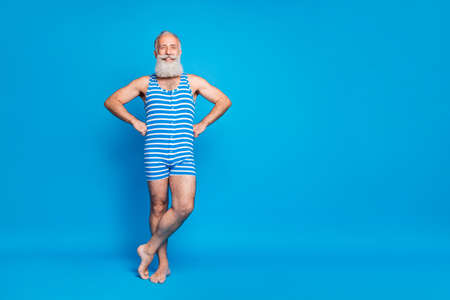 Full length body size view of his he nice attractive trendy stylish content cheerful cheery gray-haired man crossed legs spending summertime isolated over bright vivid shine turquoise blue green background Banque d'images - 129430951