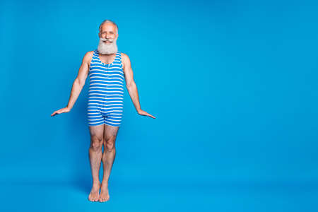 Full length body size view of his he nice attractive stylish funky cheerful cheery glad gray-haired man having fun spending summertime isolated over bright vivid shine turquoise blue green background Banque d'images - 129431170