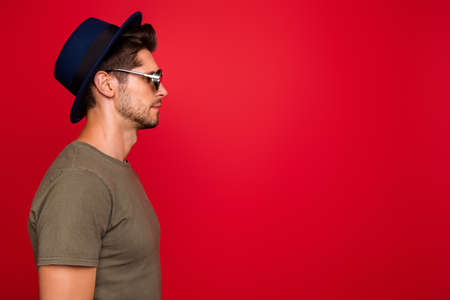 Profile photo of amazing guy wear vintage hat sun specs and grey t-shirt isolated on red background 写真素材