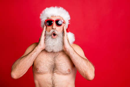 Close-up portrait of his he nice attractive handsome funky positive gray-haired man having fun incredible news sale discount black Friday isolated over bright vivid shine red background Stockfoto