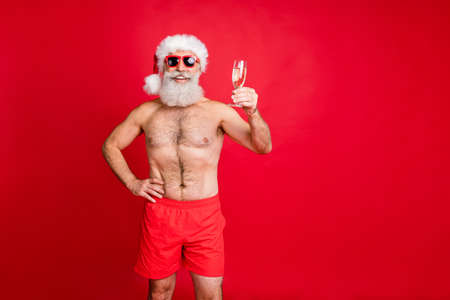 Portrait of his he nice handsome cheerful glad positive bearded gray-haired man clinking wineglass saying toast festive fest isolated over bright vivid shine red background Stockfoto