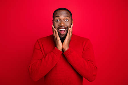 Portrait of his he nice attractive cheerful cheery stunned funny bearded guy boyfriend incredible news present gift isolated over bright vivid shine red background Reklamní fotografie