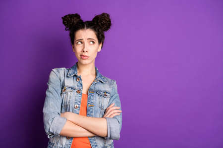 Well i dont think so... Portrait of minded pensive girl think about solution feel unaware cross her hands look copyspace cant agree wear stylish clothes isolated over purple color background Archivio Fotografico