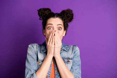 Its incredible. Close up photo of astonished girl hear wonderful novelty impressed cant say a word close cover she her mouth wear casual style clothes isolated over violet purple color background