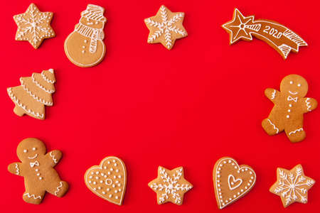 Top above high angle view photo of festive delicious festive ginger bread cookies man snowman christmas tree star heart prepare x-mas party lie place for text isolated bright color background Imagens