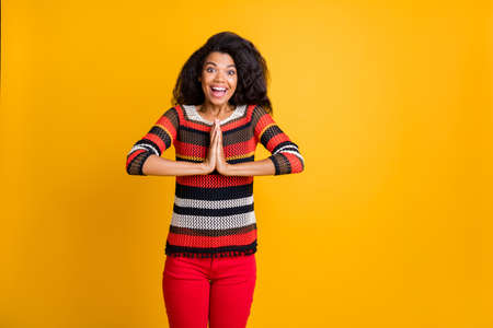 Portrait of her she nice attractive girlish cheerful cheery wavy-haired girl in knitted sweater asking you luck fortune isolated on bright vivid shine vibrant yellow color background Imagens