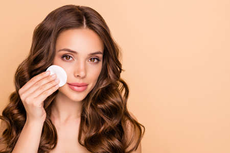 Close up photo of attractive lady apply eye cotton patch remove her maquillage isolated over pastel color background Archivio Fotografico - 135268612