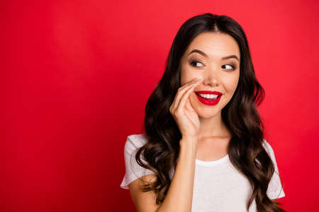 Photo of cheerful cute nice charming woman looking into empty space white whispering necessary information to you isolated vivid color background Foto de archivo - 135268681