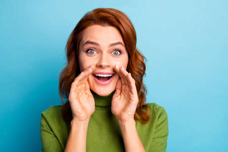 Close-up portrait of her she nice attractive cheerful cheery red-haired girl saying good recommendation promotion isolated over bright vivid shine vibrant green blue turquoise teal color background