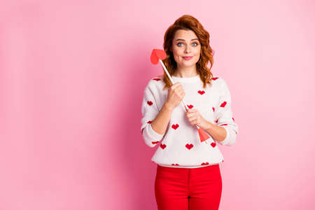 Portrait of her she nice attractive lovely pretty cute winsome feminine cheerful cheery wavy-haired girl angel holding in hand arrow first date isolated on pink pastel color background Banco de Imagens