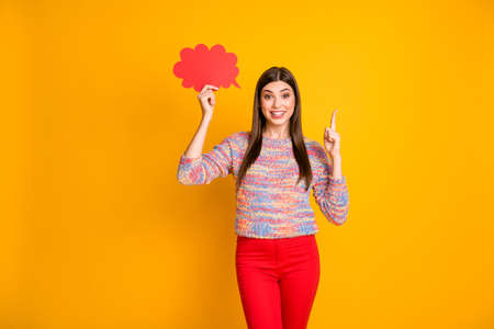 Omg its unbelievable. Astonished girl hold red papercard bubble think thoughts get idea raise index finger up decide decisions choose choice wear jumper isolated yellow color background