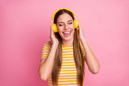 Close-up portrait of her she nice attractive lovely pretty cute dreamy cheerful cheery girl listening radio hit rock roll metal isolated over pink pastel color background Stock fotó