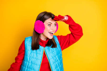 Profile side photo of amazed girl look hand face copyspace see incredible black friday bargains adverts wear style stylish pink sweater isolated over bright shine color background