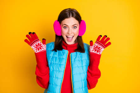 Photo of amazed excited girl look autumn black friday bargain impressed scream raise hands wear pink jumper isolated over bright shine color background