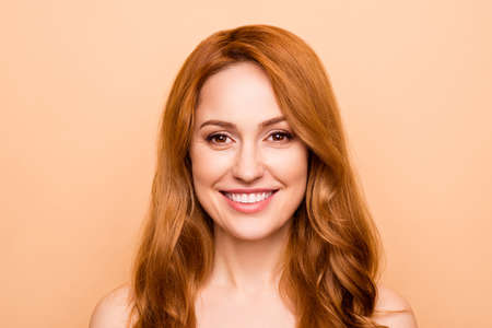 Close-up portrait of nice-looking attractive sweet lovely pure perfect cheerful wavy-haired lady after facial therapy treatment isolated over beige pastel background Standard-Bild