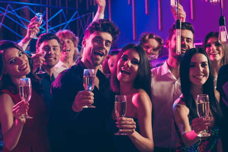 Photo portrait of cute couple celebrating new year with friends drinking together champagne saying congratulations