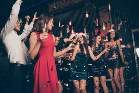 Photo portrait of excited people together dancing drinking alcohol wearing funny new year hats