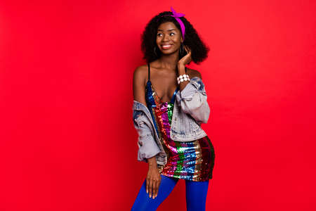 Photo of flirty sweet curly dark skin woman dressed pinup clothes dancing looking copyspace smiling isolated red color background Banque d'images