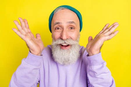 Photo portrait of elder man amazed cheerful wearing stylish clothes isolated on vibrant yellow color background