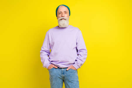 Photo portrait of aged man confident serious wearing trendy outfit headwear isolated bright yellow color background Stok Fotoğraf