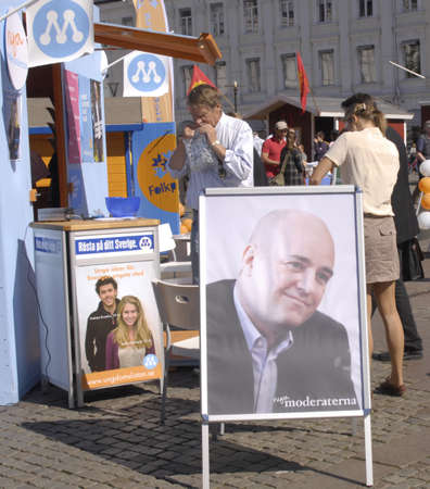 democrates: SWEDENMALMOEMALMOMALM&Oslash, . Swedish riksday general parliament elections poster and party workers campaign elections stand and distributing informtionsn and posters  swedish elctions on 19 September 2010, campaign poster and workers working in Malm Editorial