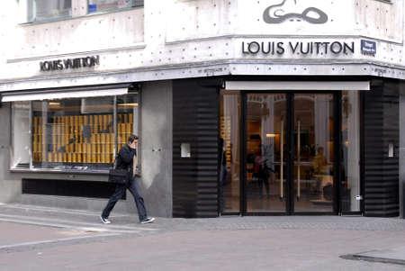 polictis: DENMARK  COPENHAGEN .Louis Vuiton shtore on stroget 22 Sept. 2010