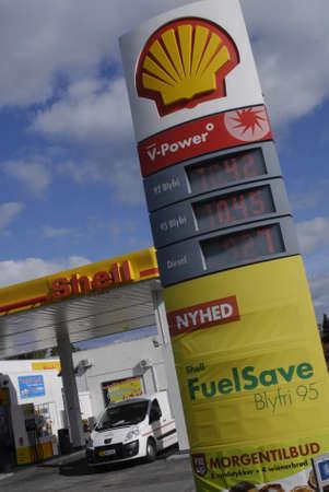 benzin: KASTRUPCOPENHAGENDENMARK _ Shell gasoline  fuelsave blyfri 95 billbaord  1 Oct. 2010