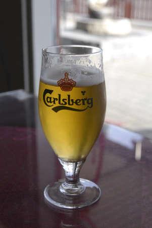 polictis: DENMARK  ROSKILDE . Carlberg draft bee glass 4 Octobet 2010