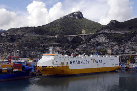 polictis: ITALY_ SALERNO  . Ship yard contianers been on loading in  Salerno port 14 Oct. 2010