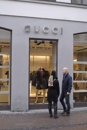 gucci shop: DENMARK  COPENHAGEN .Couple looking at Gucci shop window 28 Oct. 2010