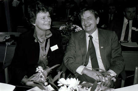 gro: COPENHAGENDANMARK DENMARK. ( File Photos  of late swedish primeminister Olof Palme) Swedids late primemminister Olof Palme social democrate 4 weeks  before his session death  in stockhom, with Norwegian former prime minister MS. Gro Harlem Bruntlund in